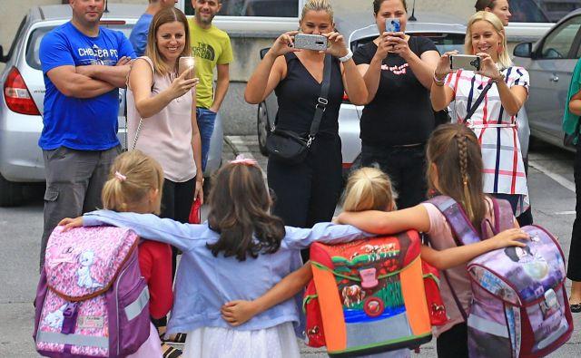 Šola je srečevališče tisočerih najstnikov in zanemarljivega števila odraslih, predvsem pa je gojišče zamisli in domislic, vprašanj in izzivov vseh barv in okusov. FOTO: Tomi Lombar/Delo