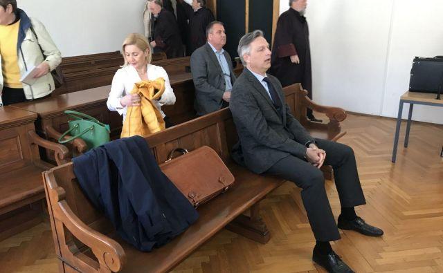 Ljubo Peče (v ospredju) trdi, da ni oškodoval ne banke ne stečajne mase holdinga Zvon. FOTO: Aleš Andlovič