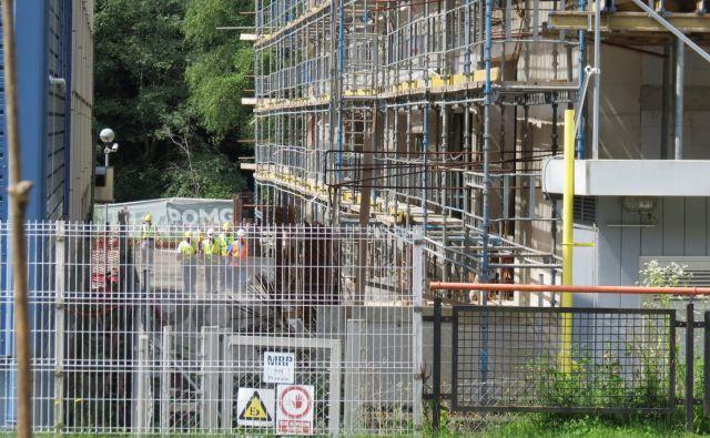 Lek je stavbo za novo tovarno že zgradil, a tehnologije vanjo ni vgradil. Foto Mateja Kotnik