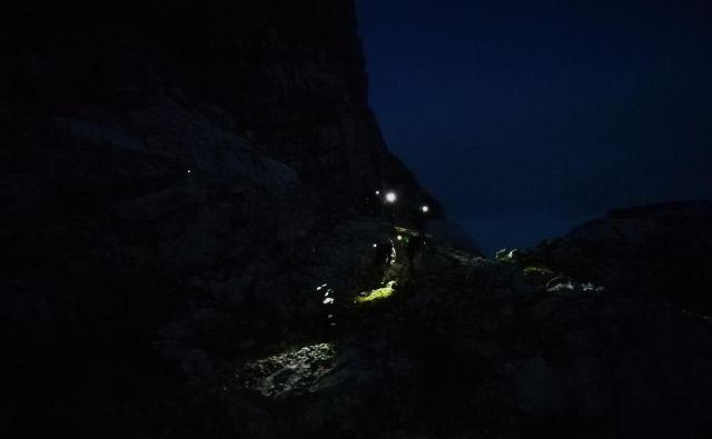Nočno reševanje belgijskih planincev. FOTO: Borut Gogala/GRS Bohinj