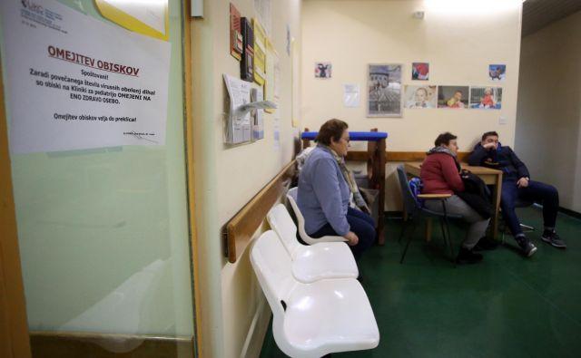 Zdravniki so zagrozili s kolektivnimi odpovedmi spomladi po sprejetju splošnega dogovora, ki je dvignil njihovo mejo obremenitve za opredeljevanje novih bolnikov. FOTO: Tadej Regent/Delo