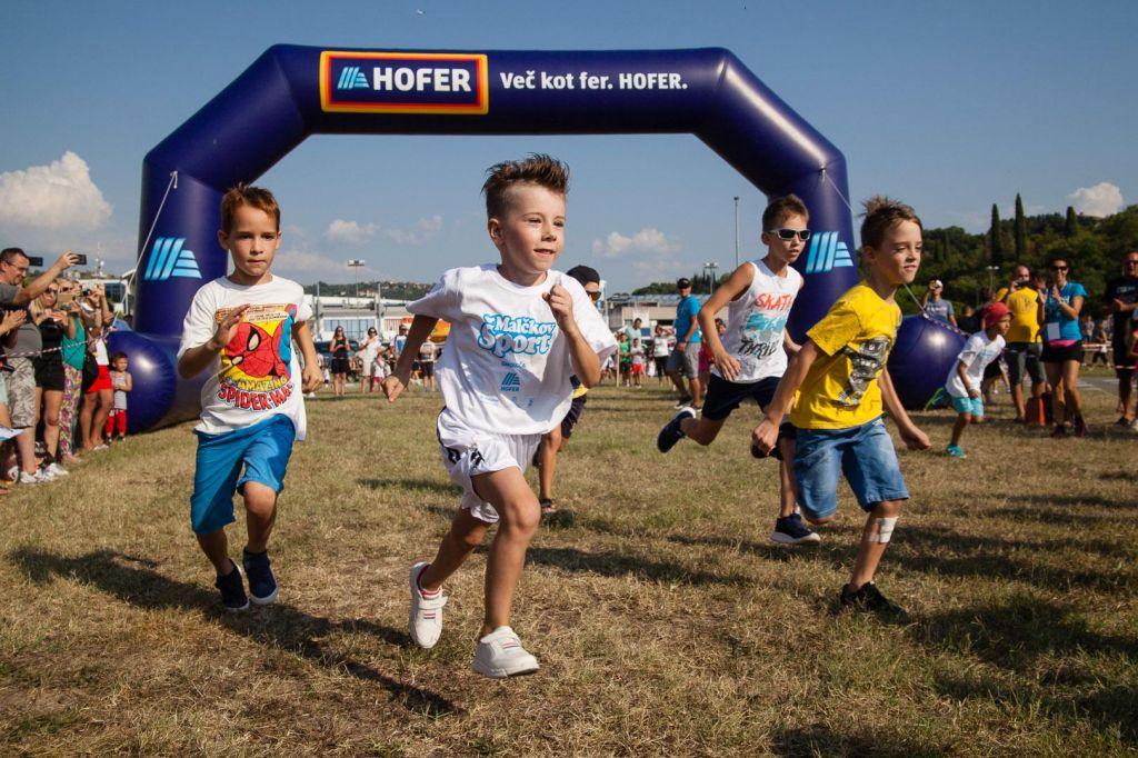 Malčkov tek obiskalo okoli 500 mladih tekačev