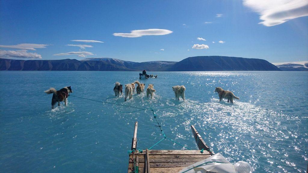 FOTO:Segrevanje ozračja smrtna obsodba za Grenlandijo