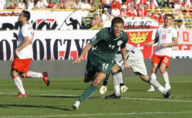 Prvega ne pozabiš nikoli, Zlatko Dedić je 6. septembra v Vroclavu zabil svoj prvi gol za Slovenijo prav proti Poljski (1:1), ki bo v petek v Stožicah izzvala drugi rod selektorja Matjaža Keka. FOTO: Reuter