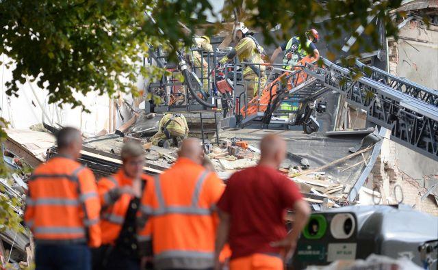 Kot poročajo belgijski mediji, so gasilci prav tako preventivno evakuirali bližnjo šolo Johaannesschool, policisti pa so ljudi naprosili, da območje izpraznijo in tako prostor naredijo za reševalna vozila. FOTO: Johanna Geron/Reuters