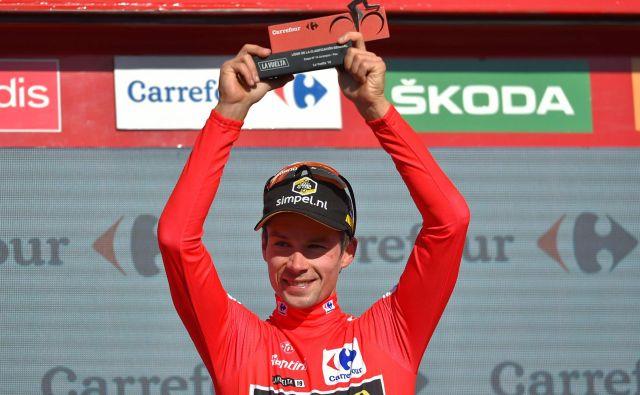 Primož Roglič je prvič oblekel rdečo majico. Jo bo do Madrida sploh še slekel? Foto AFP