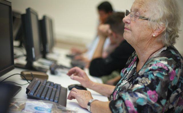 Lani se je neformalno izobraževalo 2415 brezposelnih, hkrati so več kot 12.000 odraslim sofinancirali študijske krožke in obiskovanje univerze za tretje življenjsko obdobje. FOTO: Jure Eržen/Delo