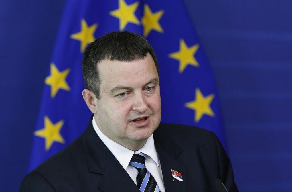 Na poti proti Sloveniji je v letalo s srbskim zunanjim ministrom udarila strela