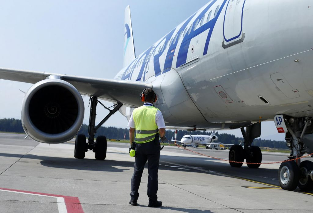FOTO:Potniki v negotovosti zaradi napovedi stavke Adrie Airways