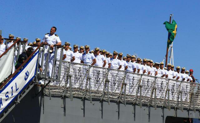Bodoči častniki na ladijskem krovu Fotografije Tomi Lombar