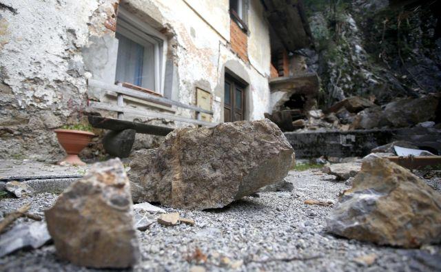 Po drugem skalnem podoru je družina Govekar-Švab ostala brez strehe nad glavo. FOTO: Roman Šipić/Delo