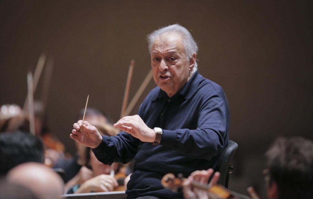FOTO:Dirigent, ki z glasbo povezuje ljudi in narode