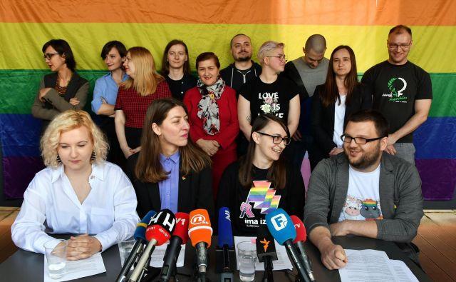 Ko so aprila sarajevski LGBT+ aktivisti napovedali prvo parado ponosa v Sarajevu, si niso predstavljali, kako zahtevnega in za državo pomembnega podviga so se lotili. Foto AFP