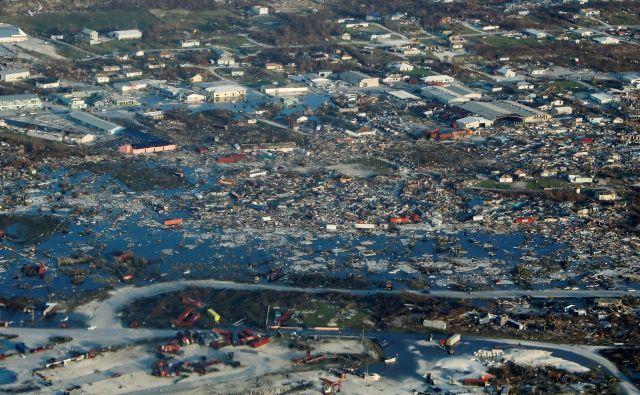 Z Bahamov po sprva skopih informacijah prihajajo vedno novi posnetki uničenja. FOTO: Marco Bello/Reuters