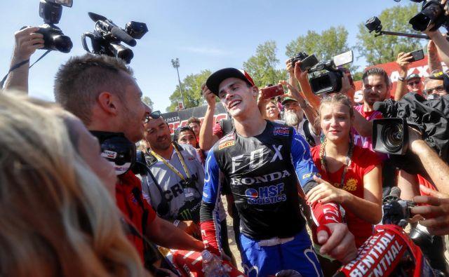 Tim Gajser tri tedne po osvojenem naslovu zares dojema, da je postal svetovni prvak. FOTO: Matej Družnik/Delo