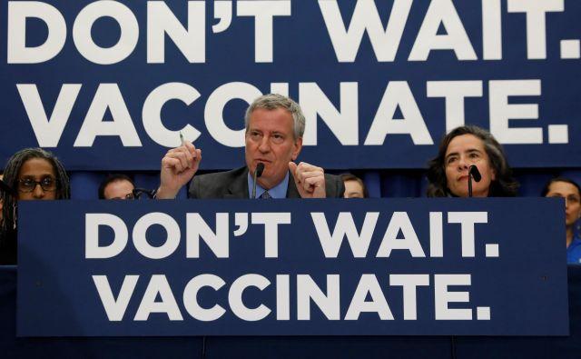 Župan New Yorka Bill de Blasio je že letos spomladi pozival k cepljenju proti ošpicam. FOTO: Shannon Stapleton/Reuters