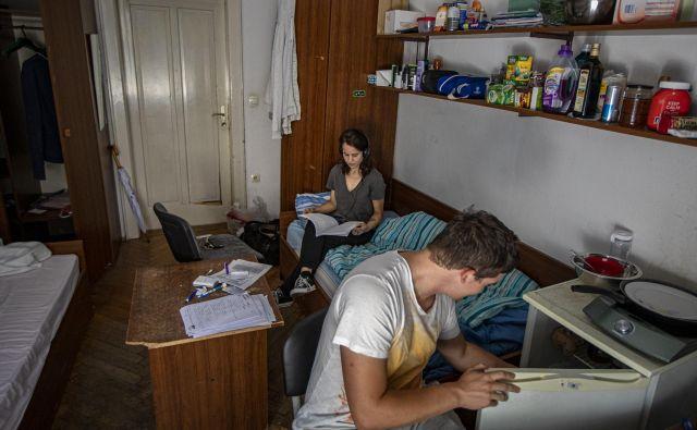 Sobe v Akademskem kolegiju, kjer je nastanjenih okoli 200 študentov, so najcenejše v Ljubljani. Logično, saj so tudi najbolj skromno opremljene. FOTO: Voranc Vogel