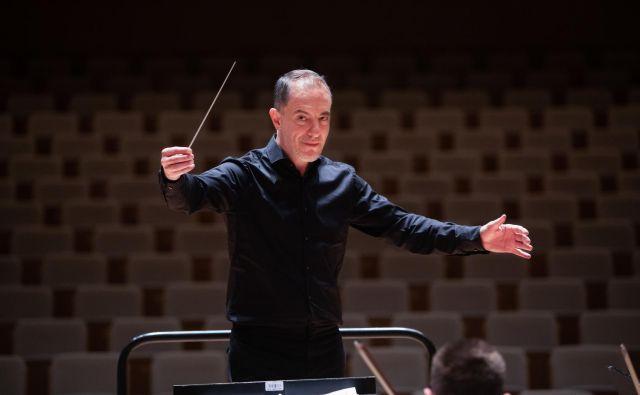 »Želim, da ta orkester postane eden vodilnih v Evropi,« ambiciozne načrte razkrije novi šef dirigent.<br /> FOTO: Adrian Pregelj
