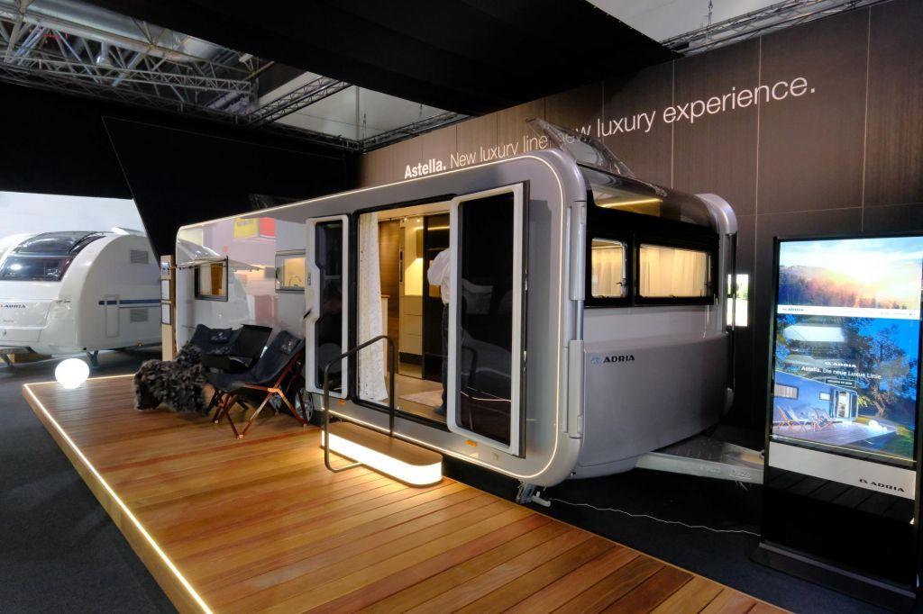FOTO:Luksuzna prikolica, ki je skoraj mobilna hišica