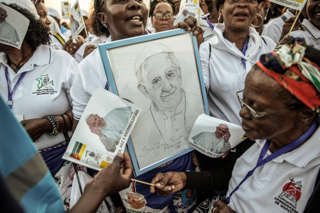 FOTO:Papež v državah, kjer je Cerkev revna med revnimi