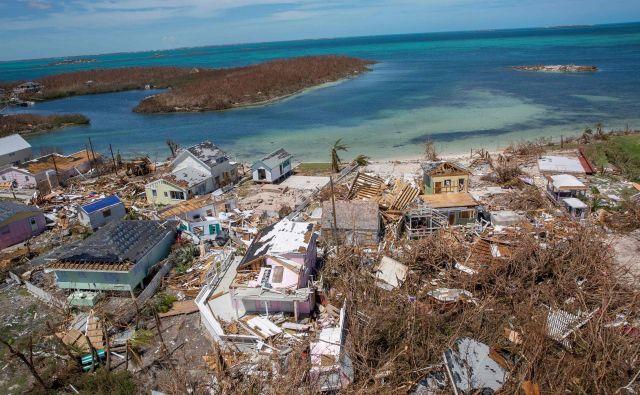 Evropska unija je danes sporočila, da bo Bahamom namenila 500.000 evrov nujne humanitarne pomoči za podporo prebivalstvu na območjih, ki jih je prizadel orkan. FOTO: AFP