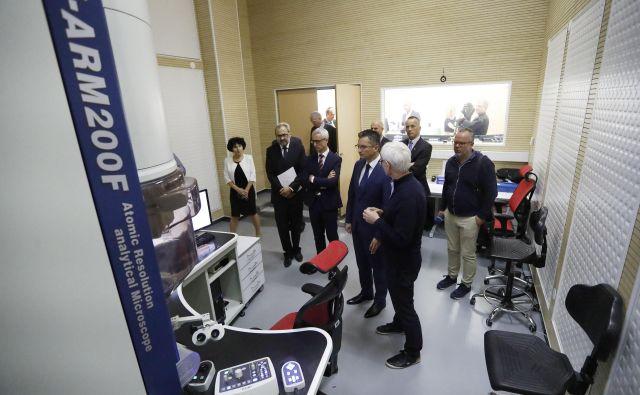 Inavguracija novega krio-elektronskega mikroskopa, zbrane je nagovoril predsednik vlade Marjan Šarec, udeležil se je pa tudi minister za izobraževanje, znanost in šport Jernej Pikalo. FOTO: Leon Vidic/delo
