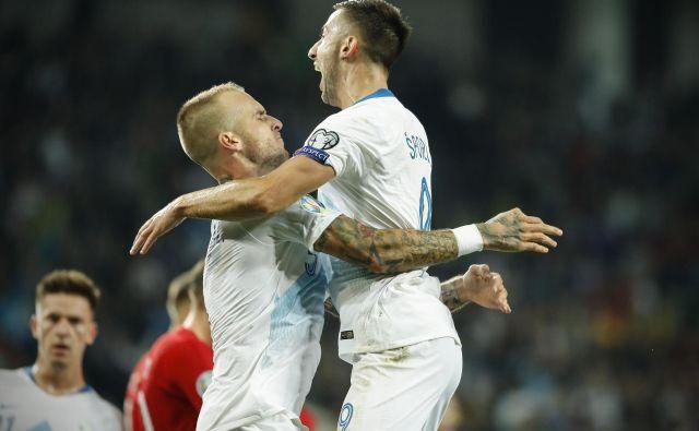 Aljaž Struna (levo) in Andraž Šporar sta Sloveniji priigrala veliko zmago proti doslej nepremagani Poljski. FOTO: Uroš Hočevar/Delo
