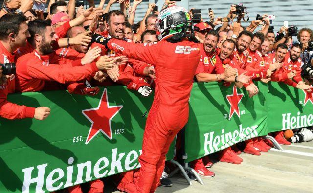Veselje v Ferrarijevem taboru je bilo nepopisno. FOTO: Reuters