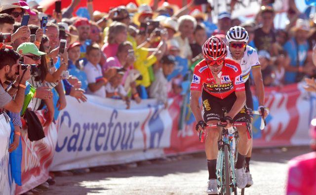 Primož Roglič (v ospredju) in Alejandro Valverde, zavezništvo prvega in drugega na dirki. FOTO: AFP
