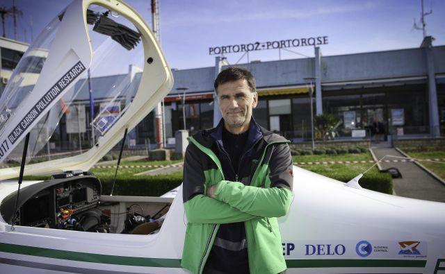 Matevž Lenarčič je že trikrat obletel svet. FOTO: Jože Suhadolnik/Delo