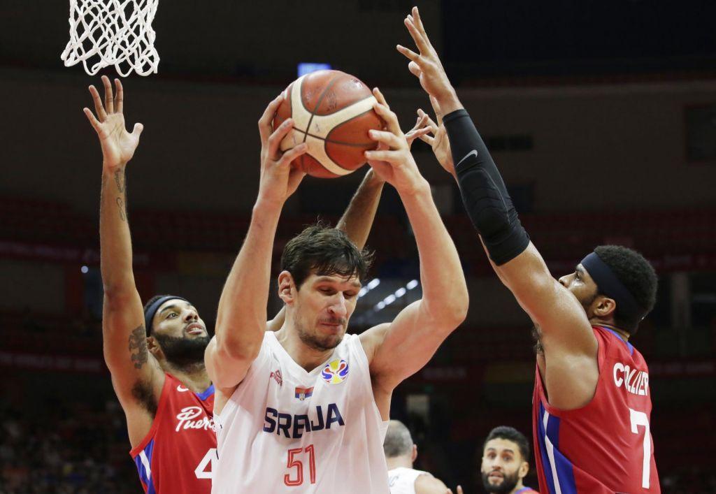 Srbi zmagujejo s +41 na tekmo