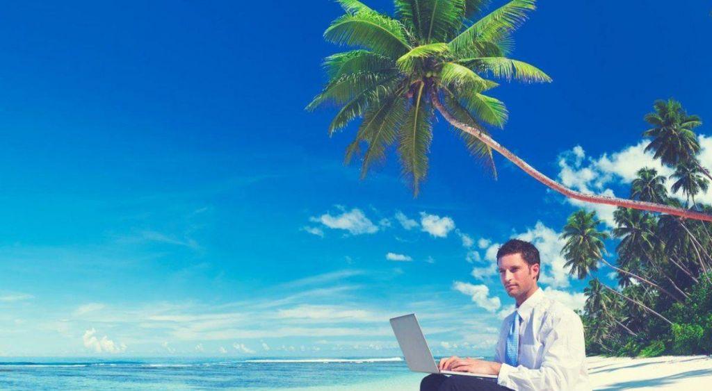 Poklic, ki vam omogoča delo v vrhunskih podjetjih, od doma ali pa kar s sanjske plaže
