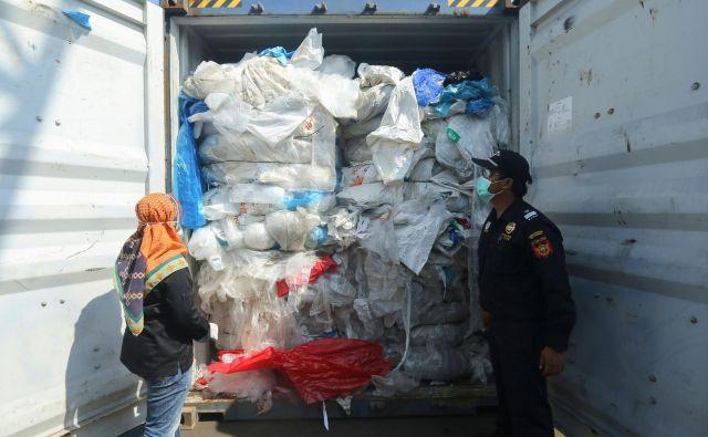 Indonezija zaradi vse več pošiljk zaostruje nadzor nad tujimi odpadki. FOTO: Sei Ratifa/Afp