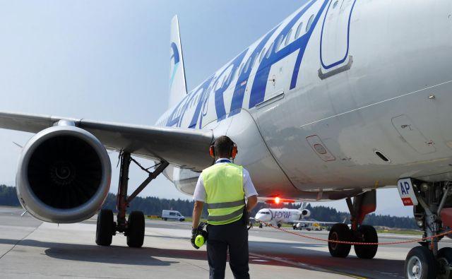 Letalski prevoznik se že nekaj časa sooča s finančnimi težavami.FOTO: Matej Družnik/Delo