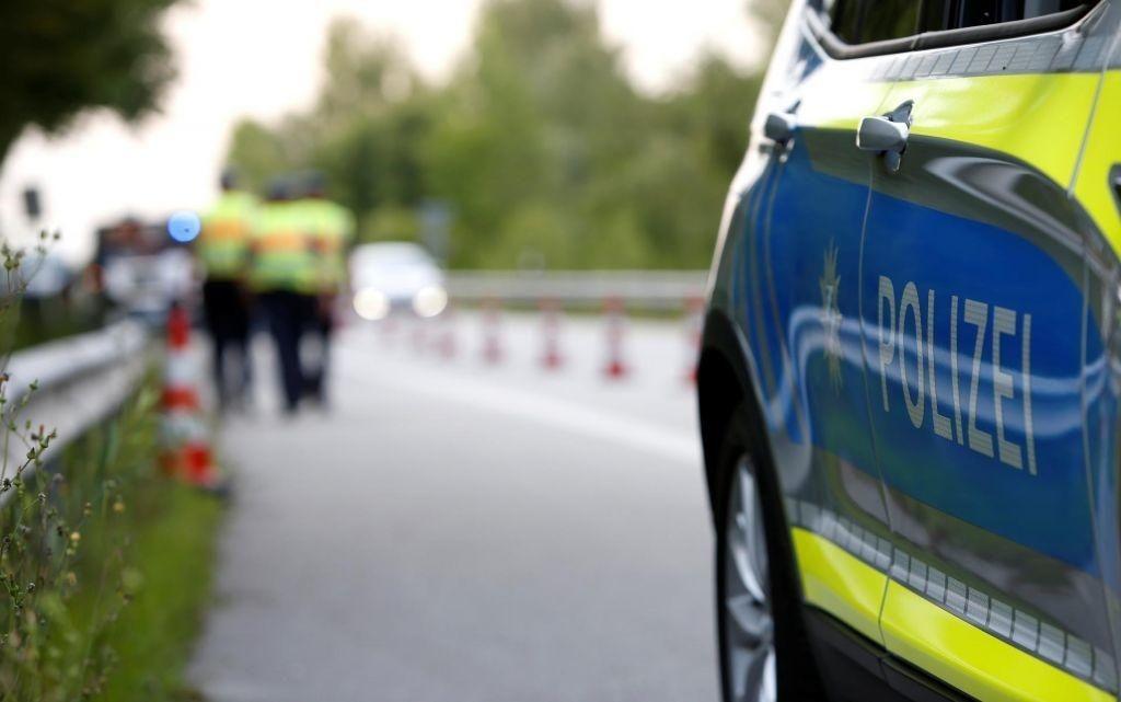 Med divjanjem po pločniku voznik ubil štiri ljudi, tudi majhnega otroka