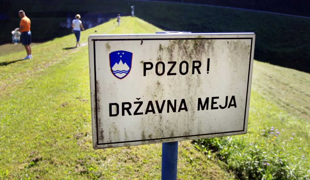 Trije državljani BiH in Srbije, ki so ilegalno prevažali igrante, pristali v priporu