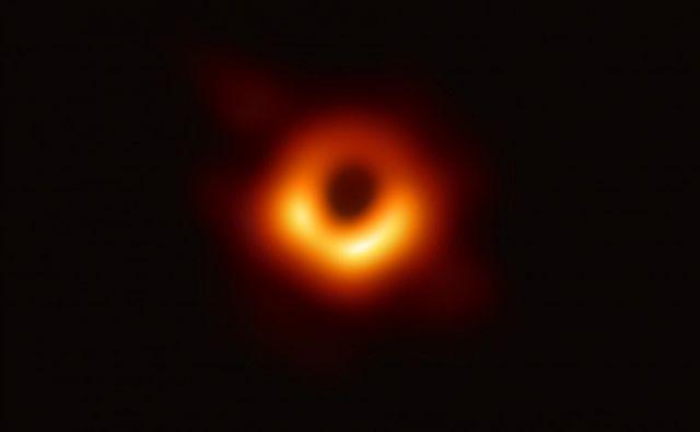 Prvo fotografijo črne luknje so objavili aprila letos. FOTO: AFP