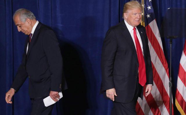 Arhivska fotografija predsednika Donalda Trumpa in nekdanjega veleposlanika v Afganistanu in IrakuZalmaya Khalilzada. FOTO: Chip Somodevilla/Afp