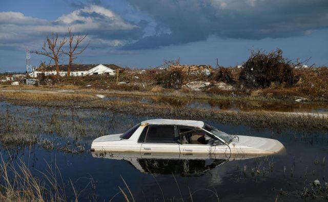 Bahamske oblasti opozarjajo, da se bo število žrtev najverjetneje bistveno povečalo. FOTO: Loren Elliott/Reuters
