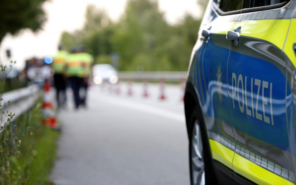 Na avstrijskem Koroškem med prehitevanjem hudo poškodovan 42-letni slovenski motorist