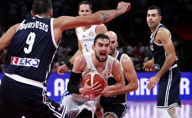 Tomaš Satoransky (z žogo) in soigralci sodijo med prijetna presenečenja na SP. FOTO: Reuters