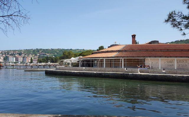 Portoroška Taverna, nekoč priljubljeno zabavišče, je že dolga leta zapuščena. Lani jo je kupil ruski miljonar.