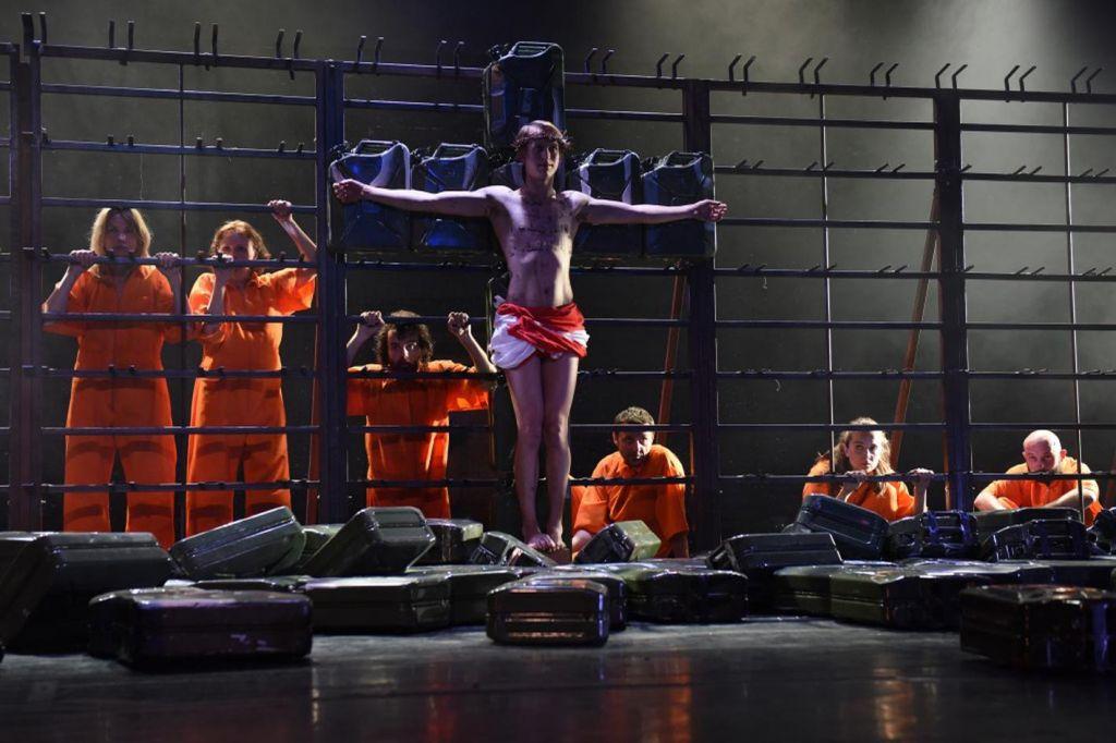 Zmagoslavje preganjane predstave