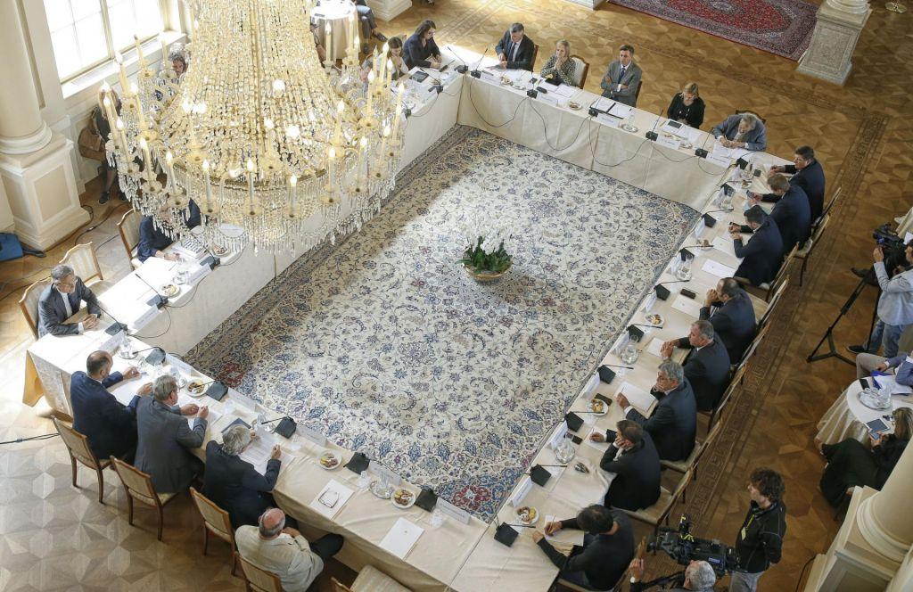 Ustavni pravniki bi na mizo vrnili uvedbo absolutnega glasu