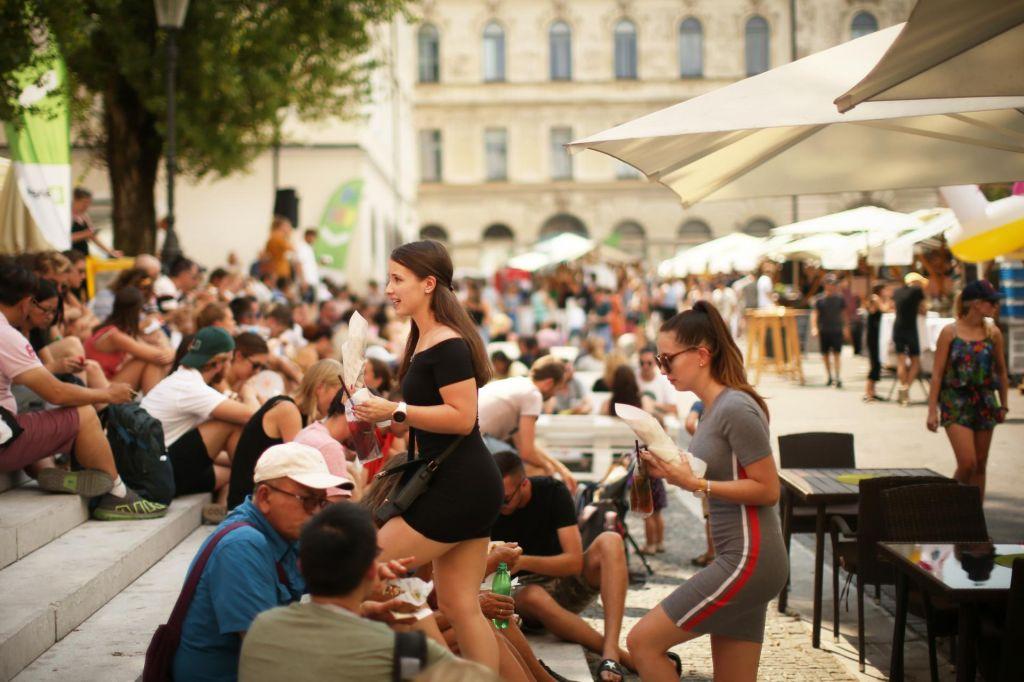 FOTO:Airbnb & co.: Pospeševalci turizma ali krvniki mest?