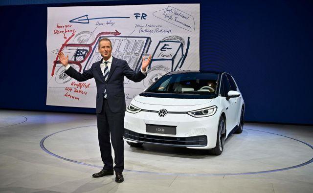 Herbert Diess, predsednik uprave Volkswagna, predstavlja električni model volkswagen I.D.3. Foto AFP Foto Tobias Schwarz Afp