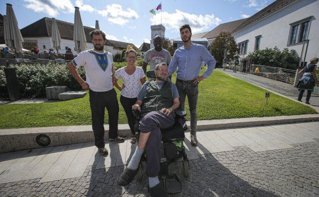 Dabizu, Capiju in Oru sta se na delčku potovanja pridružila tudi prijatelja Jorge in Alba. FOTO: Jože Suhadolnik