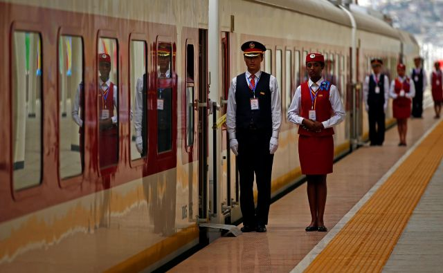 Delovanje prve elektrificirane železnice v Afriki, ki povezuje Džibuti z Adis Abebo, je dve leti po tem, ko je po njej zapeljal prvi vlak, negotovo. FOTO: Reuters