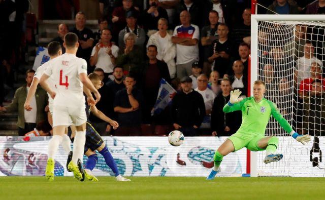 Valon Berisha je še preden so se posedli gledalci na štadionu St. Mary v Southamptonu zabil gol za Kosovo, ki pa je Anglijo le podžgal. FOTO: Reuters