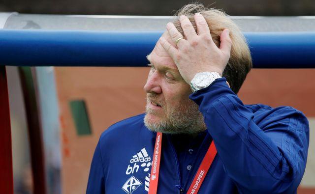 Robert Prosinečki še vedno ne more verjeti, kako visok poraz je njegova izbrana vrsta doživela v Armeniji. FOTO: Reuters